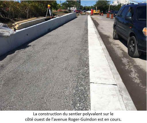 La construction du sentier polyvalent sur le côté ouest de l'avenue Roger-Guindon est en cours.