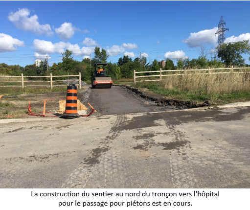 La construction du sentier au nord du tronçon vers l'hôpital pour le passage pour piétons est en cours.