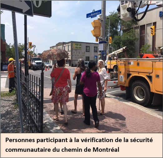 Personnes participant à la vérification de la sécurité communautaire du chemin de Montréal.