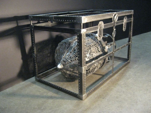 Sculpture d'Anna Frlan : War Chest.
